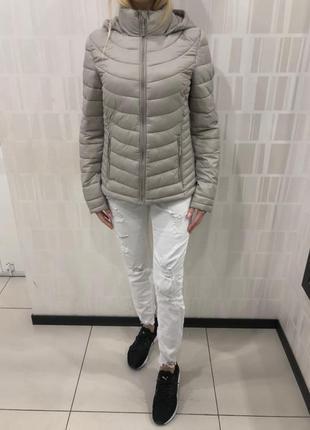 Демисезонная стёганная куртка на синтепоне. amisu. размеры уточняйте.