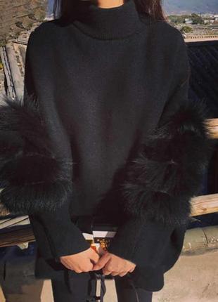 Крутое вязаное платье гольф туника с меховыми вставками на рукавах
