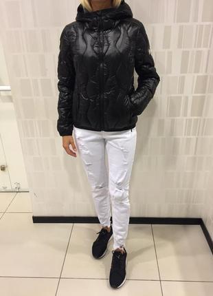 Чёрная стёганная куртка на синтепоне. amisu. размер m.