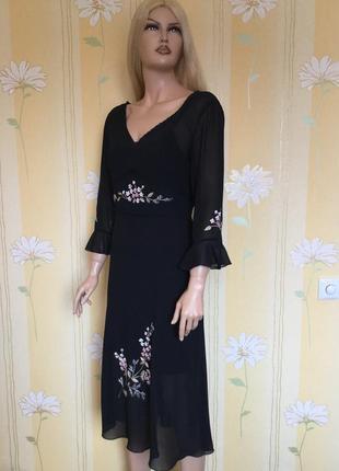 Платье шифоновое с вышивкой размер m