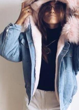 Тёплая джинсовая куртка с нежно розовым искусственным мехом, размер м.