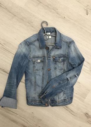 Джинсовая куртка hm размер м голубая светло синяя