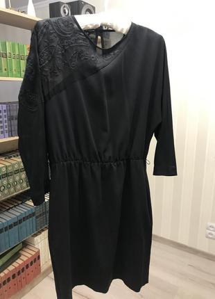 Чёрное платье с кружевом zara , размер м, с прозрачным рукавном и ажуром,вышивкой