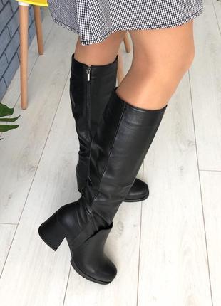 Демисезонные кожаные сапоги на каблуке чёрные женские