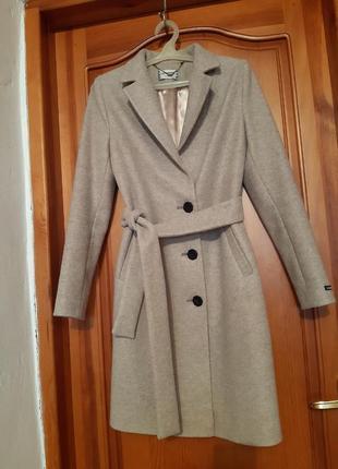 Стильне пальто прямого покрою, практично нове