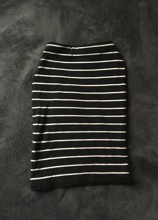 Базовая полосатая хлопковая чёрная юбка в белую полоску