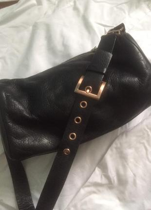Красивая брендовая кожаная сумка с крутым широким ремнем