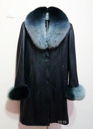 Женское кожаное пальто деми с натуральным мехом