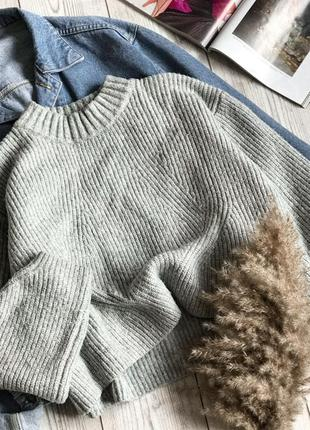 В'язаний оверсайз светр