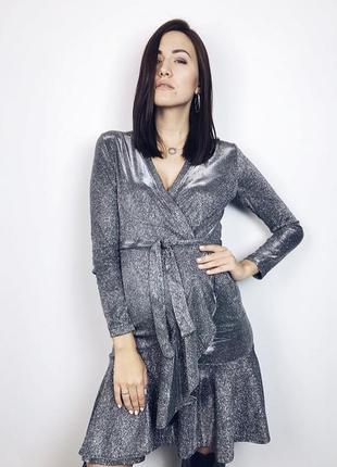 Блискуча сукня