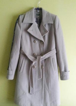 Красивое базовое пальто из шерсти и кашемира