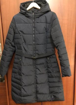 Теплое осеннее пальто с капюшоном и поясом