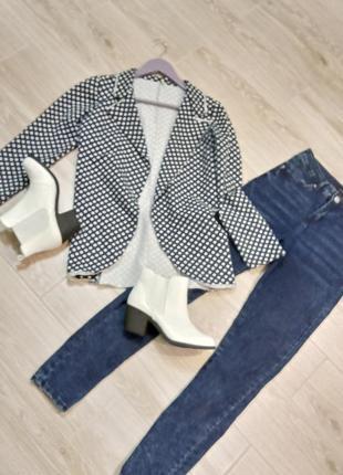 Пиджак в модный гороховый принт