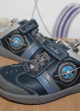 Кожаные кроссовки туфли clarks с мигалками