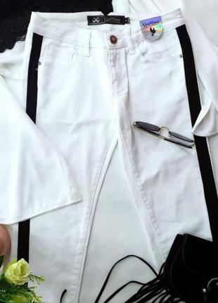 Белые джинсы с лампасами yes miss размер s