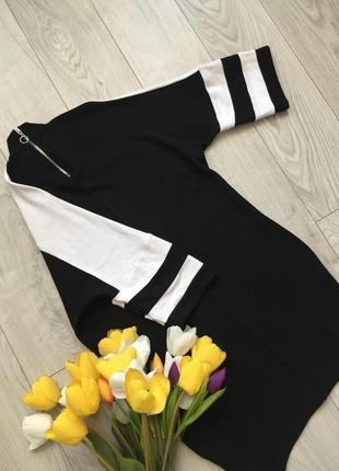 Маленькое стильное черно-белое платье туника в спортивном стиле