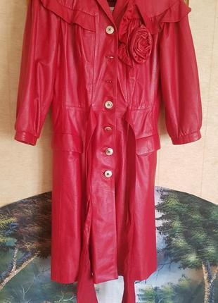 Брендовое кожаное пальто с поясом