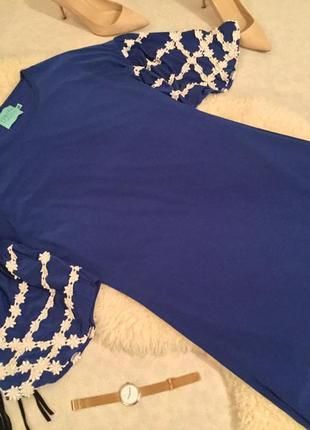 Оригинальное интересное синее платье электрик с широкими рукавами расшитыми цветочками🌹❤️💄