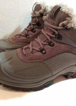 Ботинки  columbia (оригинал). 37размер. стелька 24,5см. цена 1800грн.
