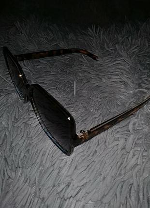 Крупные очки в леопардовой оправе