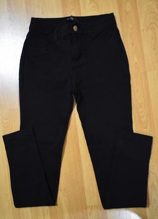 Чорні джинси як лосіни