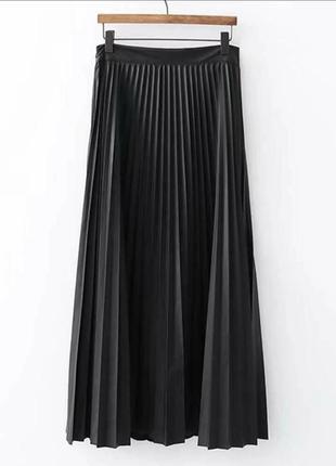 Тренд сезона-плиссированная юбка из экокожи