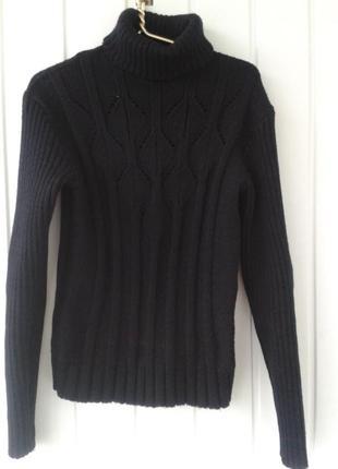 Теплый свитер с красивой вязкой
