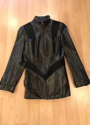 Лакированная кожаная куртка со вставками из пони