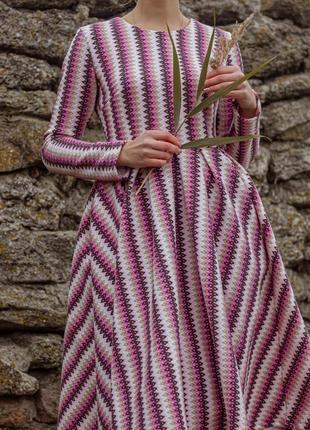 Теплое красивое скромное платье