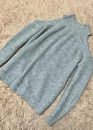 Стильный вязаный свитер с открытыми плечами 🌹