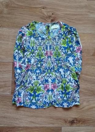 Красочная блузка