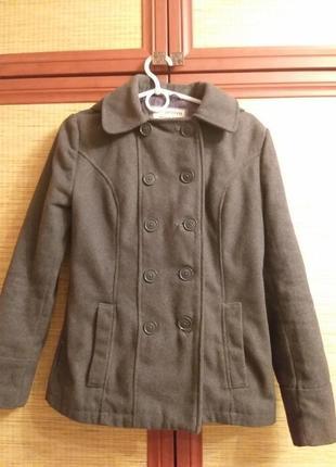 Серое демисезоное пальто