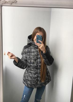 Крутая куртка со вставками от tu