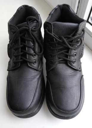 Классные демисезонные ботинки 25 см.