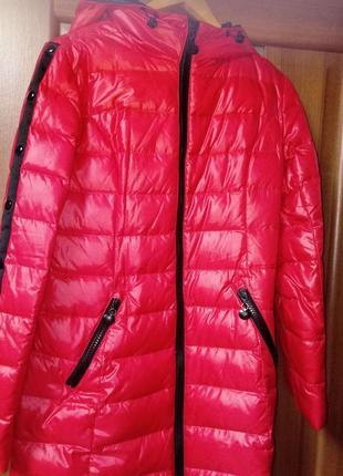 Зимний женский пуховик красного цвета, размер m