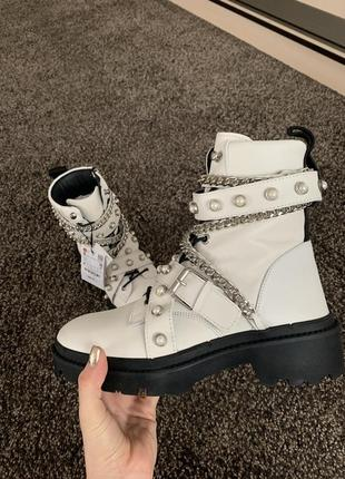 Шкіряні черевики від zara