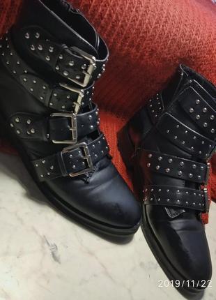 Ботинки демисезонные осень-теплая зима новые с пряжкой