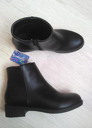 Новые,красивые стильн демисезон теплые сапоги эко кожа челси полусапожки каблук черные