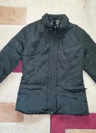 Черная куртка на весну/осень milhan