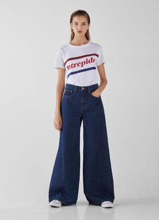 Новые джинсы bershka с широкой штаниной, клеш