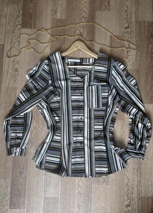 Стильная блуза в геометрический принт plus size