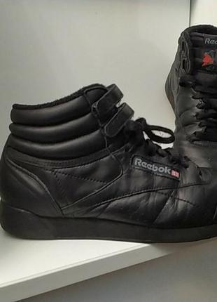 Фирменные кожаные кроссовки ботинки