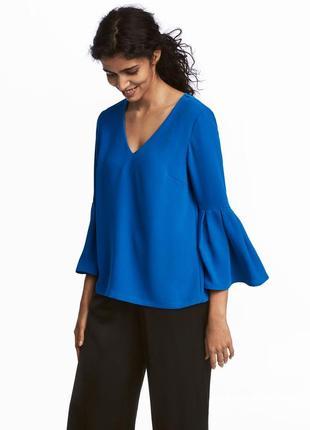 Красивенная блуза с расклешенными рукавами цвета электрик