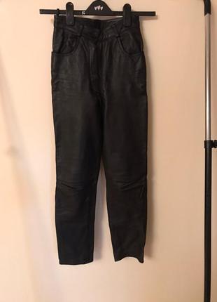 Трендовые кожаные штаны
