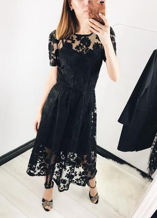 Женское кружевное платье на новый год