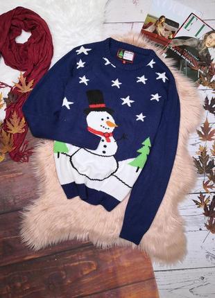 Синий новогодний свитер со снеговиком и елками