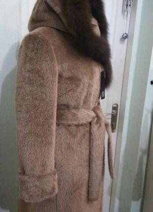 Зимнее пальто с меховой опушкой