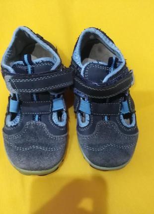 Детские кожаные кроссовки apawwa, размер 23.