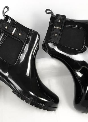 Резиновые новые сапоги чёрные