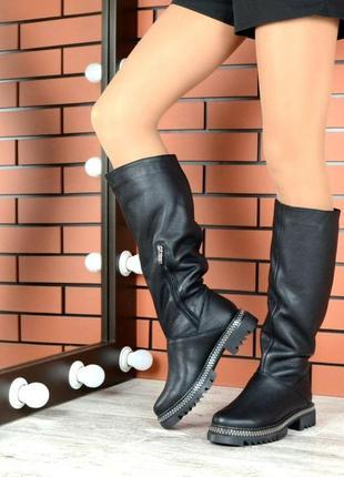 Зимние сапоги трубы на низком каблуке из натуральной кожи